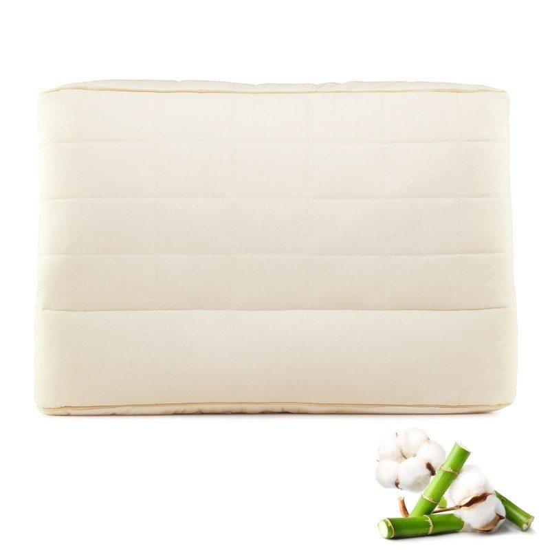 Jedinstvena kombinacija klasičnog i višeg anatomskog jastuka od bambusa, oduševiće vas udobnošću jer mu možete prilagoditi visinu i tvrdoću. Jastuk je idealan izbor za sve koji imaju šira ramena i najčešće spavaju na boku. Jastuk je potpuno periv na 60 °C.