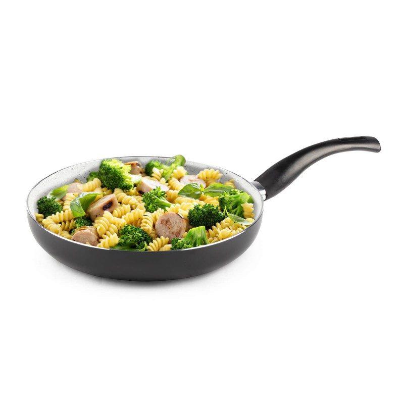 Tiganj Eco Cook prečnika 28 cm, sa nelepljivim glatkim mineralnim premazom, pruža prirodan način kuvanja, sa vrlo malo masnoće. Hrana na taj način zadržava  sve vitamine i minerale, koji su našem telu potrebni za zdrav način života. Pogodan za sve površine za kuvanje, uključujući indukcionu. Lako se čisti i može se oprati i u mašini za pranje sudova. Sve posude iz linije Eco Cook temelje se na višeslojnom sastavu, čime je zagarantovan dug vek trajanja i visok stepen otpornosti i izdržljivosti.