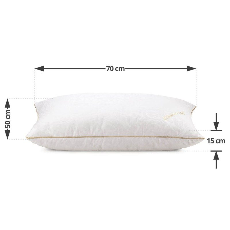 Klasični jastuk od svile Victoria Silk, zbog svoje visine, pogodan je za sve one koji imaju uža ramena i najčešće spavaju na stomaku. Niži i mekši jastuci su pogodni za osobe sa manjom kilažom. Vaša koža će biti u kontaktu sa 100% pamukom i prirodnom mulberry svilom, što garantuje više svežine i higijensko okruženje za spavanje. Jastuk je u potpunosti periv na 30 ° C.
