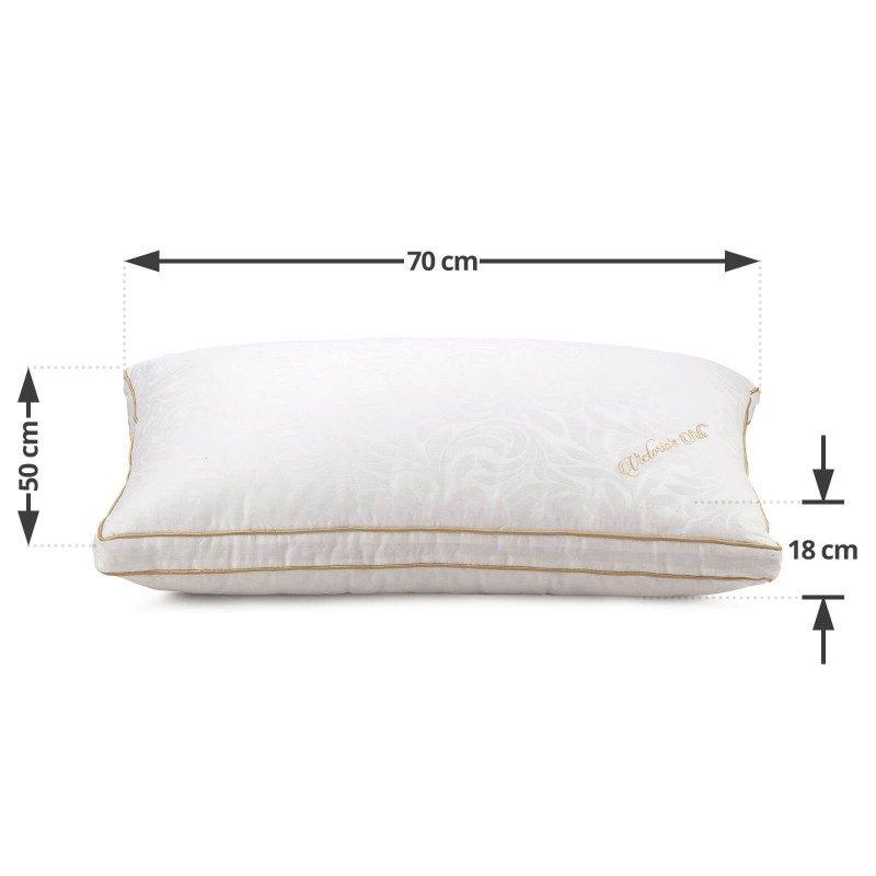 Klasični jastuk od svile Victoria Silk, zbog svoje visine, pogodan je za sve one koji imaju šira ramena i najčešće spavaju na boku ili leđima. Viši i mekši jastuci su pogodni za osobe sa većom kilažom. Vaša koža će biti u kontaktu sa 100% pamukom i prirodnom mulberry svilom, što garantuje više svežine i higijensko okruženje za spavanje. Jastuk je u potpunosti periv na 30 ° C.