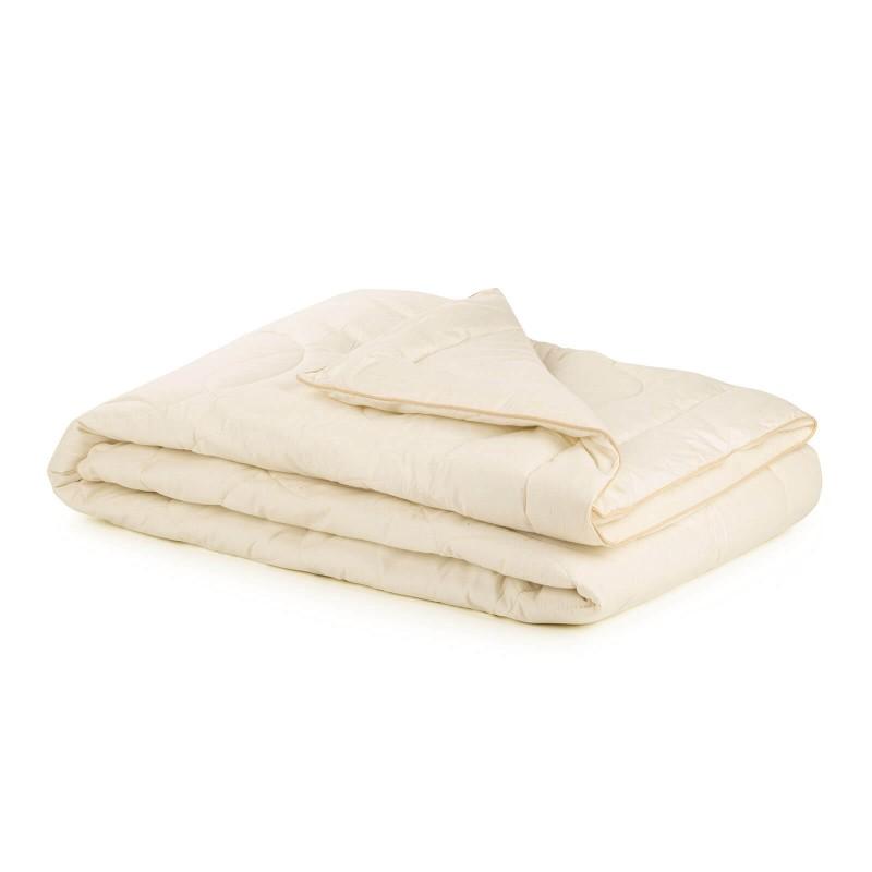 Celogodišnji pokrivač Bamboo Premium od bambusovih vlakana, oduševiće vas udobnošću u svim godišnjim dobima. Pokrivač od bambusa je odličan izbor za sve koji vole prirodne materijale. 100% nebeljeni pamuk i bambusova vlakna sa izuzetnim kapacitetom odvajanja vlage i apsorpcije, pružaju komfor onima koji se mnogo znoje tokom sna. Pokrivač se potpuno može oprati na 40 °C.
