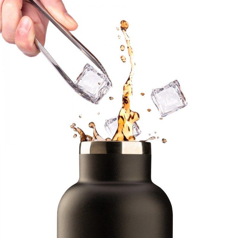 Vakuumska termos boca, od nerđajućeg čelika, nema nikakav miris ili ukus prilikom korišćenja. Ima dvostruko izolovan zid, tako da piće ostaje hladno 24 h i toplo 12 h. Moderno dizajniran termos, ima specijalni premaz za bolje prianjanje ruci. Većoj elegancija doprinosi poklopac od bambusa. Crna boja, zapremine 750 ml.