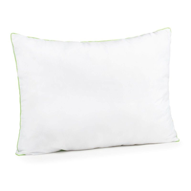 Klasični jastuk Aloe Vere Evergreen, uveriće vas svojom svestranošću, jer je pogodan za sve položaje i za sve one koji vole da se puno okreću tokom spavanja. Navlaci jastuka je dodata esencija aloe vere, za umirujući osećaj dok spavate. Jastuk je potpunosti periv na 40 °C.