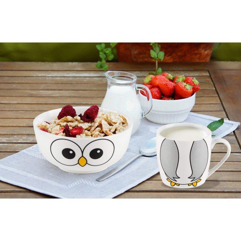 Dvodelni Rosmarino porcelanski set sa dečijim motivom, postaće omiljeni pribor deteta za doručka ili večeru. Posudica je idealna za pripremu žitarica, voća, povrća i sladoleda, dok je šoljica primerena za pripremu svih vrsta pića, mleka, čaja ili jogurta. Set je izrađen od visokokvalitetnog porcelana primerenog za upotrebu u mikrotalasnoj, frižideru i sudomašini. Glavna prednost porcelana je, u tome što ne prima ni miris ni ukus, jednostavan je za čišćenje i sa dugim rokom trajanja. Idealan izbor za poklon, jer će sigurno oduševiti svako dete.