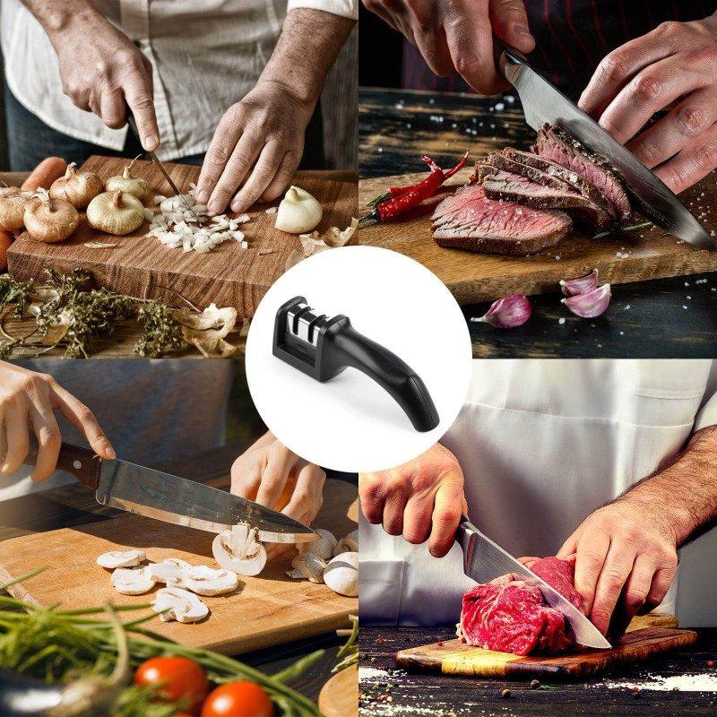 Tupi i istrošeni noževi su prošlost! Ručni oštrač Rosmarino, namenjen je za oštrenje svih vrsta čeličnih kuhinjskih noževa, potpuno je siguran i jednostavan za upotrebu. Da bi vaši noževi bili vrhunski oštri, oštrač ima dve vrste površina od brusnog čelika, koje se koriste zavisno od tuposti noža. To omogućavaju grubo i fino oštrenje. Grubo oštrenje se koristi za veoma tupe i oštećene noževe, dok će fini način rada samo doterati oštrinu noževa do maksimuma. Ugao oštrenja je 25-30 °, znači da se stvaraju izdržljive i oštre ivice sečiva na duge periode, što je idealno za većinu čeličnih noževa u domaćinstvu. Na krajevima ima neklizajuću podlogu, što sprečava pomeranje tokom rada. Zbog svoje male veličine, pogodan je za upotrebu u bilo kojoj kuhinji, a lako se može poneti na kampovanje ili izlet.