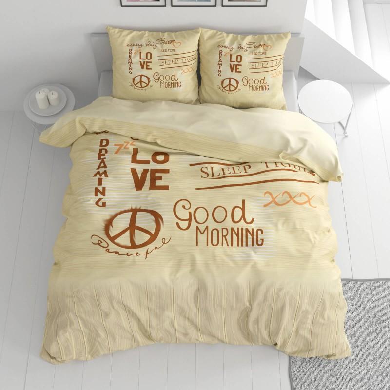 Vreme je za potpuno uživanje u modernim pamučnim posteljinama! Posteljina Love&Piece napravljena je od renforce platna, koje se smatra mekanom tkaninom i lakom za održavanje. Očaraće vas modernim dizajnom sa natpisima. Posteljina je periva na 40 °C.