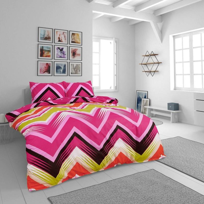 Vreme je za potpuno uživanje u modernim pamučnim posteljinama! Posteljina Zig Zag od renforce platna, mekane tkanine, jednostavna za održavanje. Neka vas oduševi moderan dizajn s prugicama za udoban i ugodan san. Posteljina je periva na 40 °C.