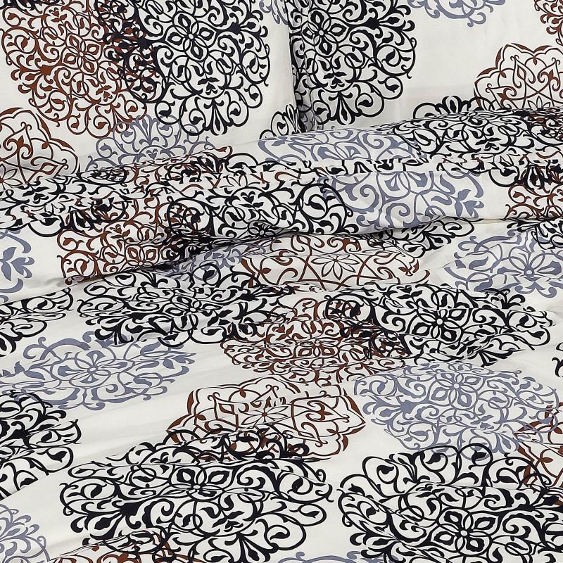 Vreme je za potpuno uživanje u modernim pamučnim posteljinama! Posteljina Desire napravljena je od renforce platna, koje se smatra mekanom tkaninom i lakom za održavanje. Očaraće vas modernim dizajnom sa ornamentalnim dezenom. Posteljina je periva na 40 °C.