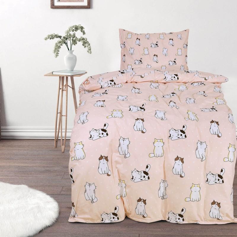 Vreme je za miran i udoban san vaših najmlađih! Pamučna posteljina sa zanimljivim dečijim motivom koji će sigurno oduševiti decu i odvesti ih u čudesnu zemlju snova. Posteljina Pretty cats od renforce platna, mekane tkanine, jednostavne za održavanje. Posteljina je periva na 40 C°.