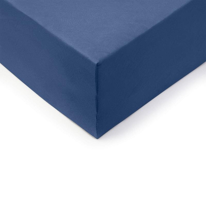Vrhunski pamučni čaršav sa elastičnom trakom Lion XXL napravljen od 100% češljanog pamuka. Češljani pamuk je izuzetno meka verzija pamuka napravljena od posebno obrađenih vlakana pre nego što je upletena u predivo. Jersey metoda tkanja stvara elastičnu foliju koja se ne povlači i savršeno pristaje krevetu. Čaršav ima elastičnu traku duž cele ivice za lakše pričvršćivanje na krevet. Zbog svojih dimenzija, pogodan je i za veće krevete do visine dušeka od 45 cm. Čaršav se pere na 60 ° C.