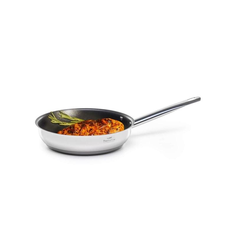 Čelični tiganj Pour&Cook prečnika 20 cm odlikuje neuništiv, nerđajući čelik 18/10 i 3-slojno dno, koje omogućava brzo, ravnomerno zagrevanje i kraće vreme kuvanja. Tehnologija ThermoFlow omogućava odličnu distribuciju toplote po celoj površini posude i na taj način obezbeđuje ravnomerno kuvanje. Neprianjajući premaz ILAG Premium omogućuje prirodan način kuvanja i pečenja uz upotrebu minimalne količine masnoća. Hrana na taj način zadržava sve potrebne vitamine i hranjive vrednosti koje su potrebne za zdrav život. Pogodan je za sve ploče za kuvanje, uključujući indukciju, Jednostavno se pere. Lako se čisti i može se oprati i u mašini za pranje sudova.