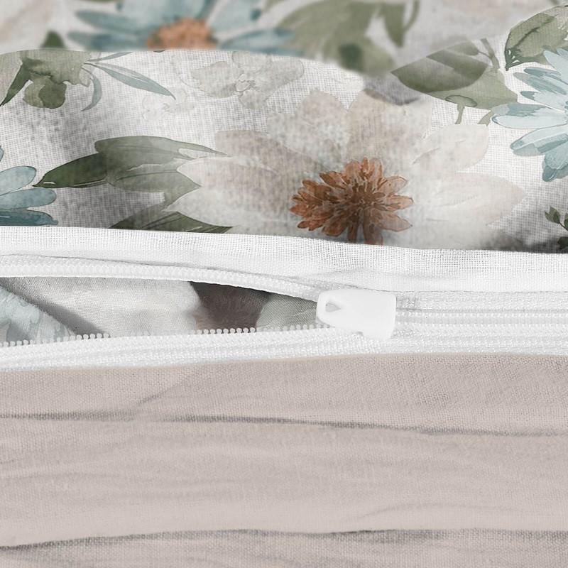 Vreme je za potpuno uživanje u modernim pamučnim posteljinama! Posteljina Beige Garden od mekanog pamučnog satena, koji je satkan od visokokvalitetnog, tankog tkanja. Posteljina od satena je prekrasan ukras vaše spavaće sobe, a u isto vrijeme odličan izbor za udoban i ugodan san. Posteljina je periva na 40°C.