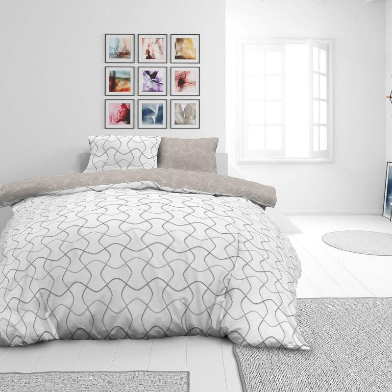 Vreme je za potpuno uživanje u modernim pamučnim posteljinama! Posteljina Path od mekanog pamučnog satena, koji je satkan od visokokvalitetnog, tankog tkanja. Posteljina od satena je prekrasan ukras vaše spavaće sobe, a u isto vreme odličan izbor za udoban i ugodan san. Posteljina je periva na 40°C.