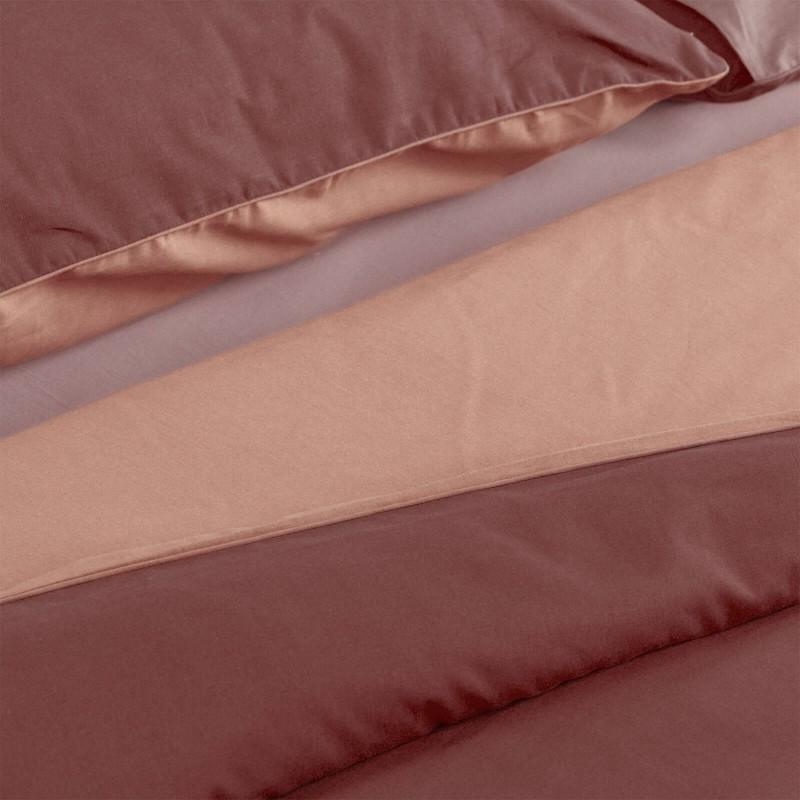 Vreme je za potpuno uživanje u modernim pamučnim posteljinama! Posteljina Svilanit French Rose napravljena je od renforce platna, koje se smatra mekanom tkaninom i lakom za održavanje. Očaraće vas modernim dizajnom sa crtama. Posteljina je periva na 40 °C.