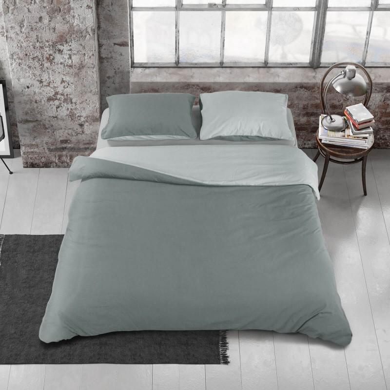 Vreme je za potpuno uživanje u modernim pamučnim posteljinama! Posteljina Svilanit Plum napravljena je od renforce platna, koje se smatra mekanom tkaninom i lakom za održavanje. Mogućnost upotrebe sa obe strane. Posteljina je periva na 40 °C.