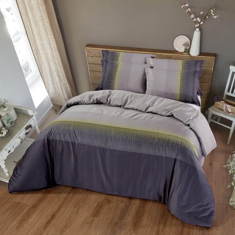 Vreme je za potpuno uživanje vezenim pamučnim posteljinama! Posteljina Stella napravljena je od gusto tkanog pamučnog satena od visokokvalitetnog, tankog prediva. Posteljina od satena je tako divna dekoracija vaše spavaće sobe i istovremeno odličan izbor za ugodan i prijatan san. Dopustite da vas očara klasični dizajn sa vezenim detaljima. Posteljina se može prati na 40 °C.