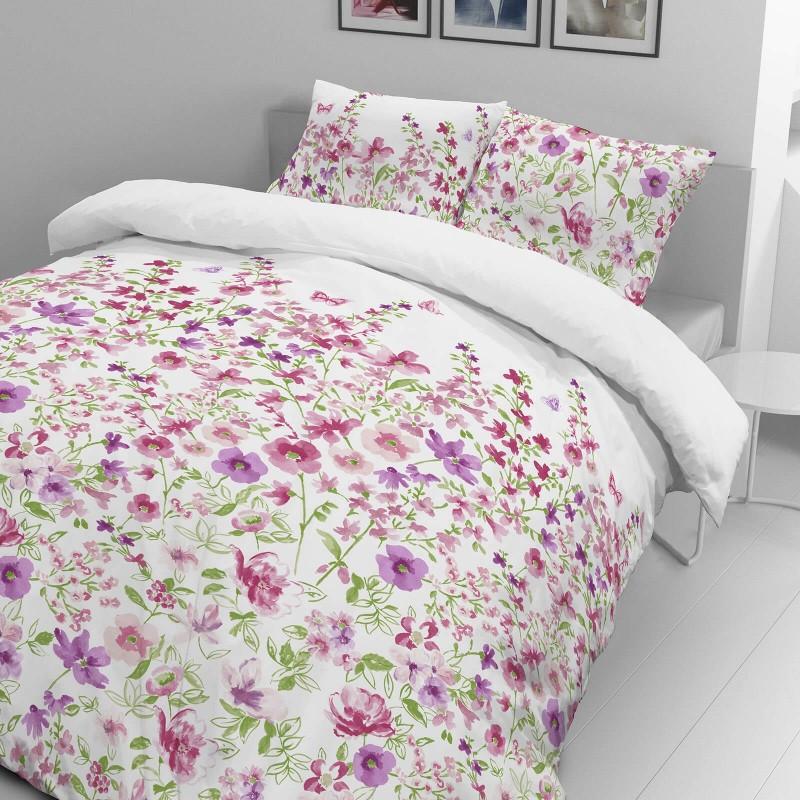 Vreme je za potpuno uživanje u modernim pamučnim posteljinama! Posteljina Svilanit Pink Flowers od mekanog pamučnog satena, koji je satkan od visokokvalitetnog, tankog tkanja. Posteljina od satena je prekrasan ukras vaše spavaće sobe, a u isto vreme odličan izbor za udoban i ugodan san. Posteljina je periva na 40°C.