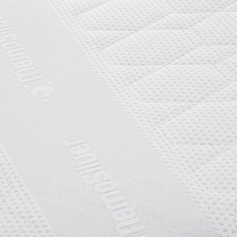 7-zonski dušek od pene Hitex MemoSilver 18 + 2 Memory visine 20 cm, ima reverzibilno jezgro sa tvrđom i mekšom stranom, tako da sami možete odabrati stranu koja vam odgovara. Ortopedsko jezgro i memorijska pena od 2 cm u navlaci, pružaju potpunu podršku vašem telu i udobnost i garantuju da ćete se ujutru probuditi odmorni i naspavani. Navlaka se skida i pere na 40 °C.