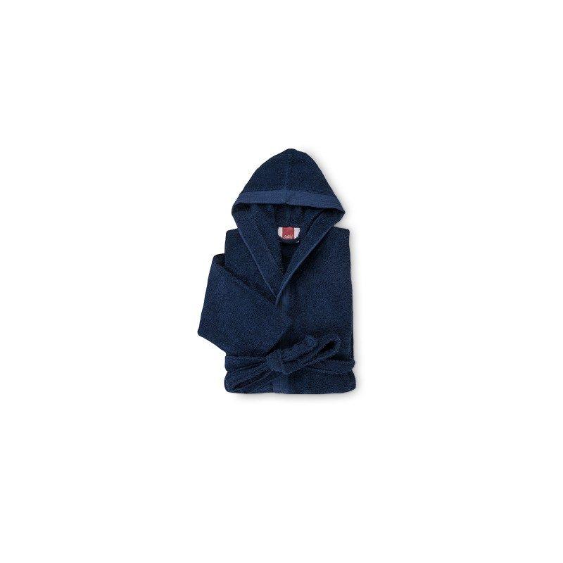 Bade mantil Svilanit, sa kapuljačom, izrađen je od 100% pamučnog kvalitenog frotira sa dekorativnom bordurom klasičnog izgleda. Primeren je i za žene i za muškarce. Veličine: S, M, L, XL. Tamno plava boja.