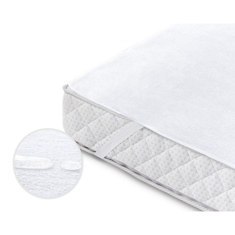 Vodonepropusna zaštita za dušek Protect, pruža efikasnu zaštitu od mrlja i zato je odličan izbor za decu i ljude sa inkontinencijom. Iako je zaštita  vodonepropusna, propušta vodenu paru i vazduh. Tkanina je prozračna, tako da se vlaga neće nakupljati u vašem dušeku. Zaštita pruža svežu površinu za spavanje i osigurava suvo okruženje. Ima izdržljive elastične trake na ivicama, što nameštanje čini brzim i jednostavnim. Zaštita se u potpunosti može oprati na 60 °C.