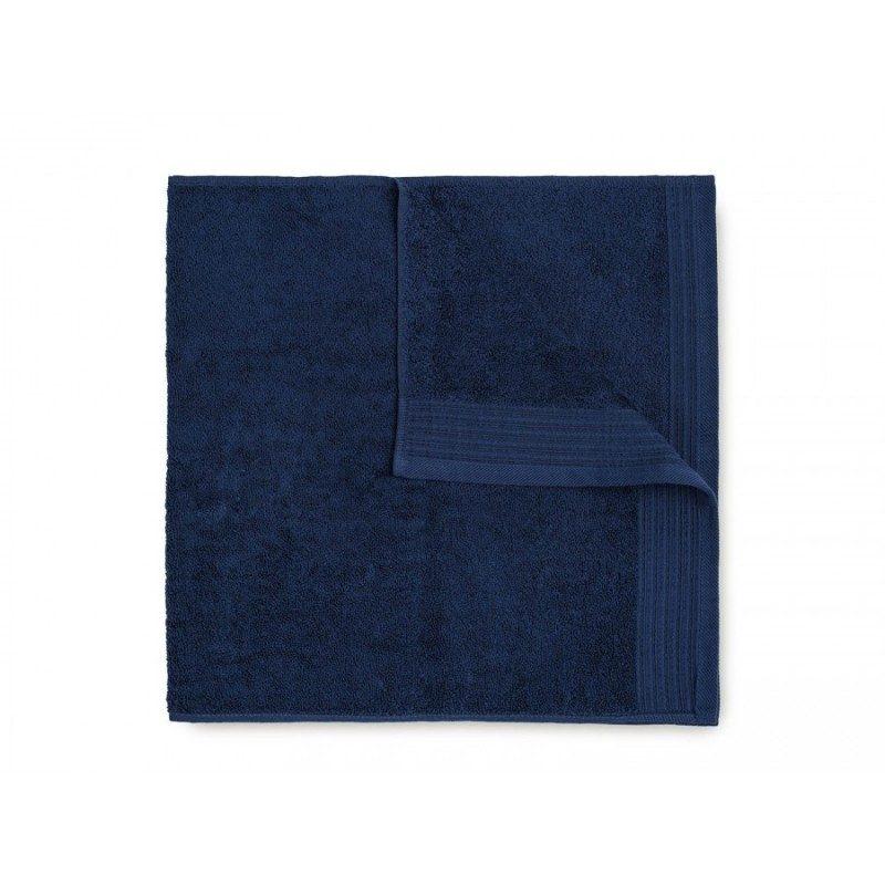 Jednobojni peškir Svilanit Prima je izrađen od visokokvalitetnog i mekog pamuka. Gusto tkani pamuk za negu kože. Tamno plava boja.