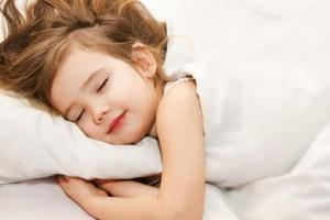 Kada je pravo vreme da vaš mališan dobije svoj prvi jastuk i kako ga odabrati?